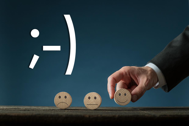 Ilustracja z emotikonami do artykułu o Światowym Dniu Emotikona