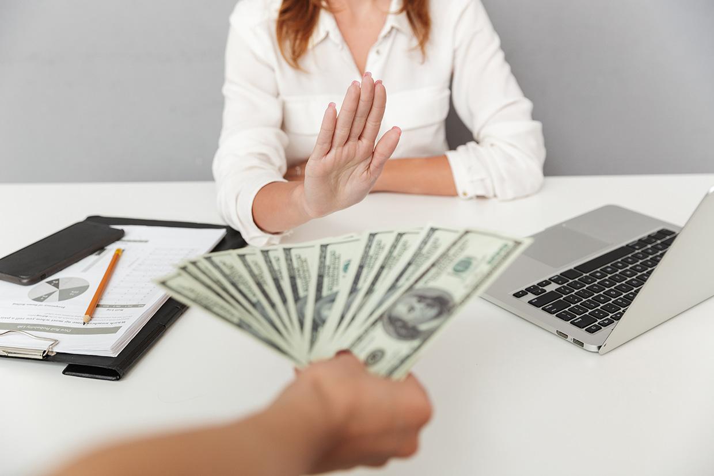 Kobieta nie chce pieniędzy