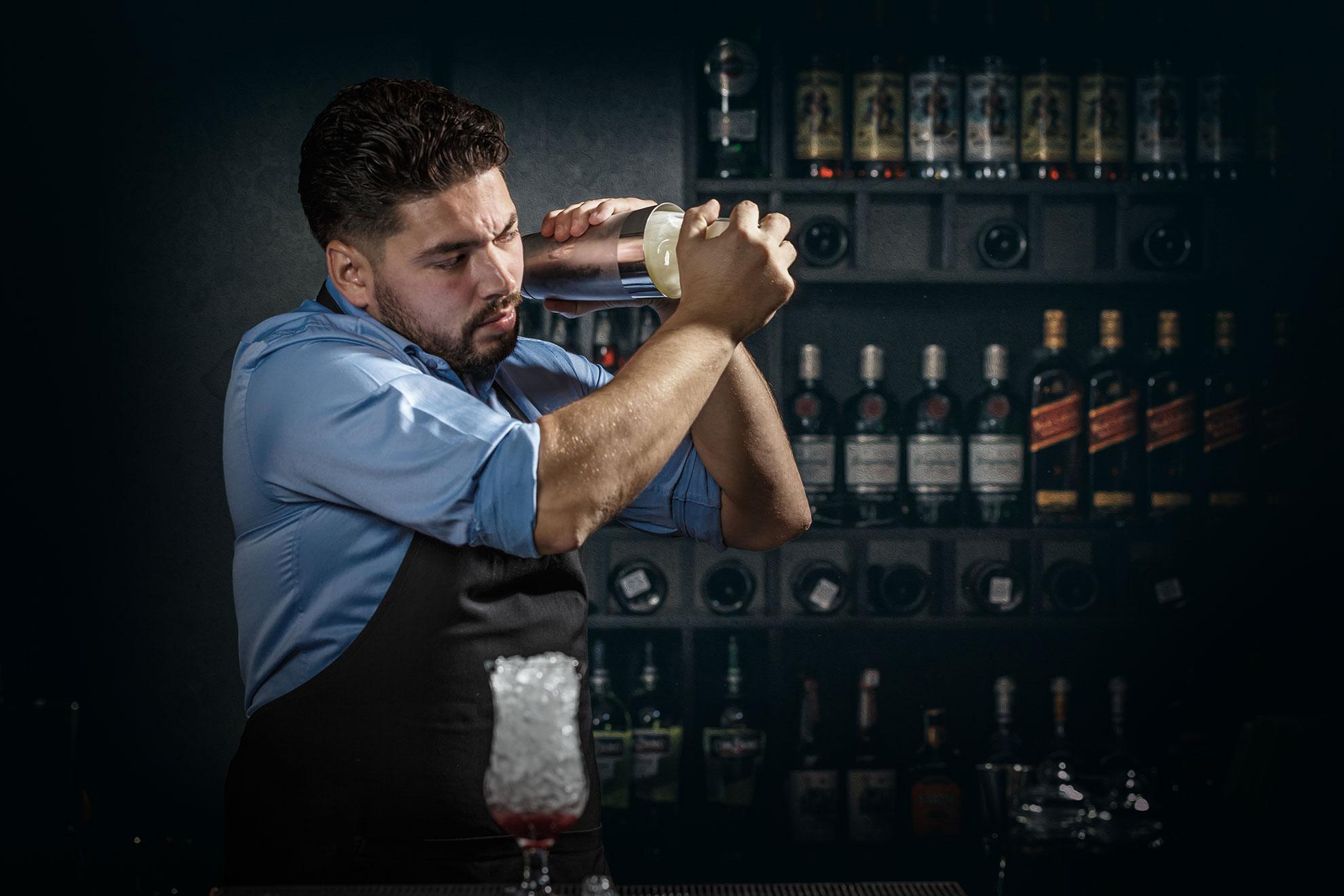 Barman podczas pracy