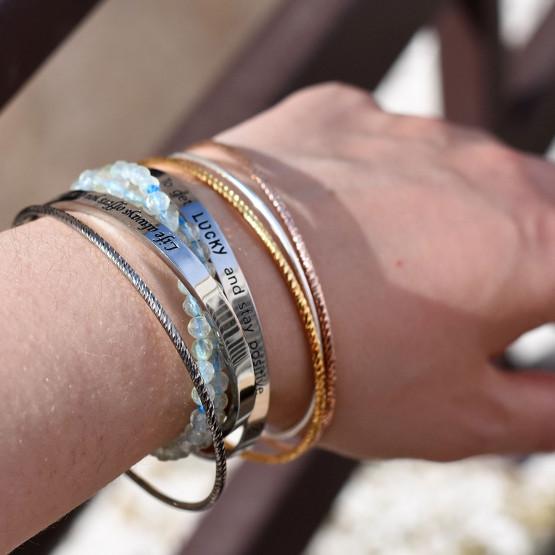 Łańcuszki na ręce, ilustracja do artykułu