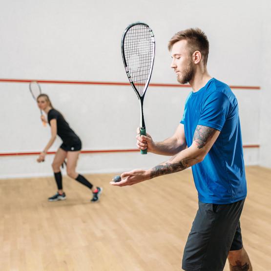 Mieszana para grająca w squasha