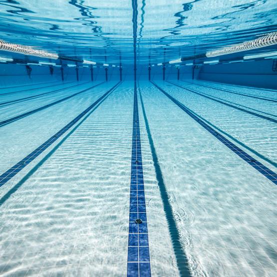 Pływalnia, ilustracja do artykułu: co zabrać na basen